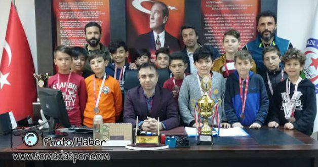 Futsalda Bir Başarıda Necip Fazıl Kısakürek Orta Okulundan..