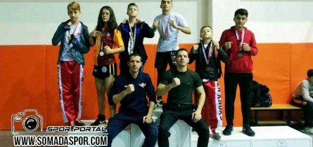 Zaferspor Kick Boks'ta Madalya ya Doymuyor