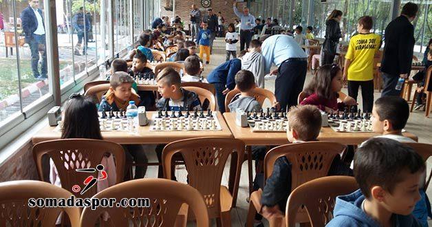 Soma Satranç Turnuvasında Madalyalar Sahiplerini Buldu..
