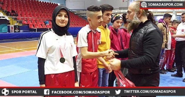 Zaferspor'lu Kick Boksçular, Okul Sporlarında da Esti Gürledi.